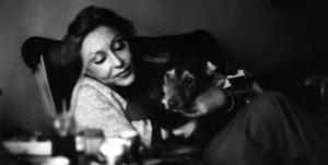 Contornos (046) Clarice Lispector con perro