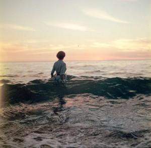 Contornos (086) Mujer en la playa 5